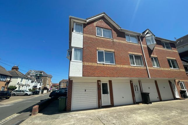 Thumbnail Property to rent in Church Crescent, Clacton-On-Sea
