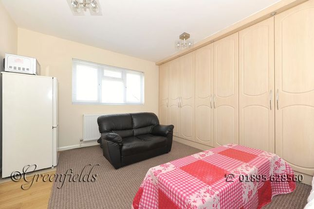 Thumbnail Flat to rent in Wiltshire Lane, Eastcote, Pinner