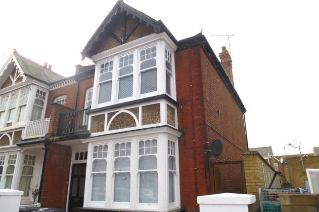 Flat to rent in Gosfield Road, Herne Bay, Kent