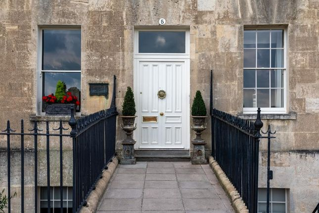 2 bed flat to rent in Royal Crescent, Bath BA1