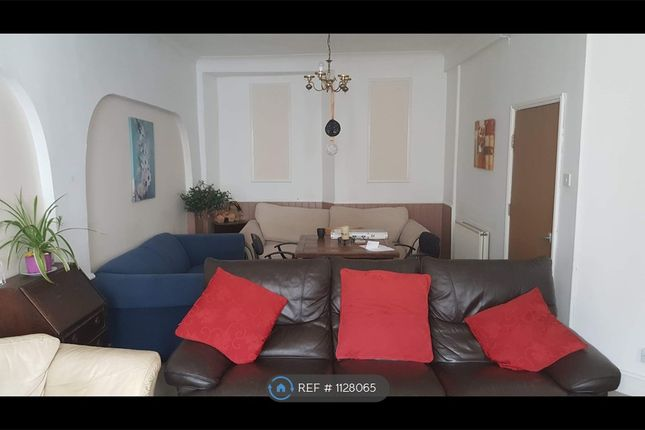 Room to rent in Edgcumbe Avenue, Newquay TR7