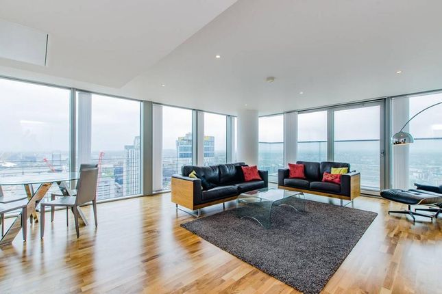 Thumbnail Flat to rent in Landmark Building, 24 Marsh Wall, South Quay, Westferry Circus, Canary Wharf, London
