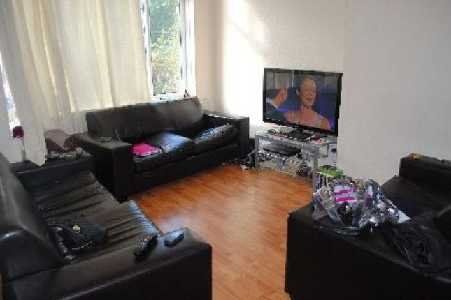 Thumbnail Shared accommodation to rent in St Michaels Crescent, Headingley