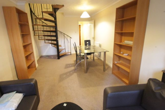 Thumbnail Terraced house to rent in Swan Drive, Colindale