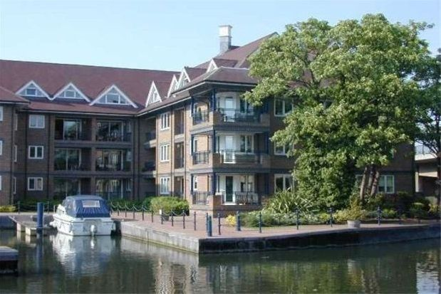 Thumbnail Flat to rent in Mariners Way, Cambridge