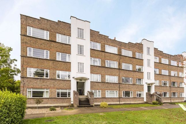 2 bed flat to rent in Park Road, Hampton Wick, Kingston Upon Thames KT1