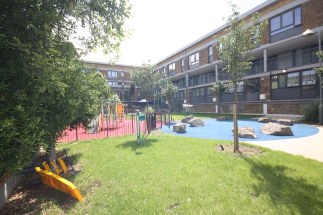 Thumbnail Flat for sale in Bedwell House, Stockwell Park