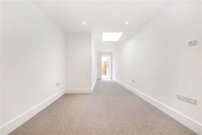 Picture No. 21 of Kit Apartments, 151 Camberwell New Road, Oval, London SE5