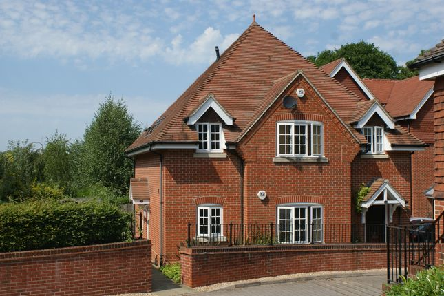 Thumbnail Flat to rent in Wychwood Place, Winchester