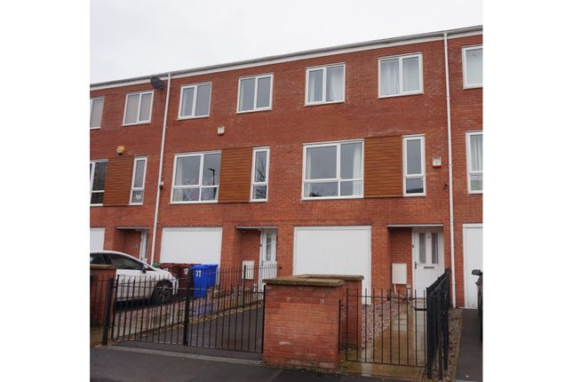 Thumbnail Town house for sale in Guide Post Road, Manchester
