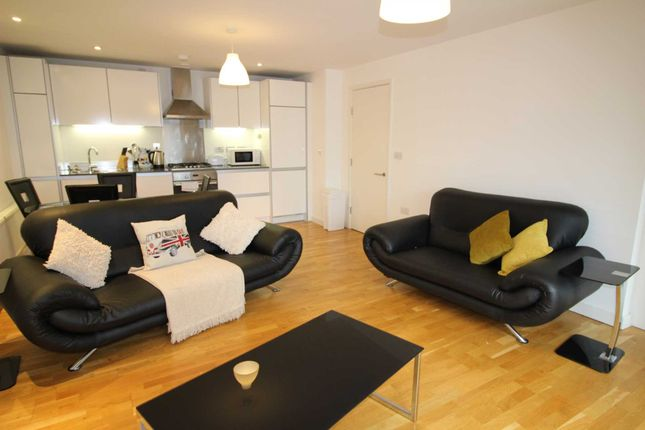 Thumbnail Flat to rent in Hayward, Chatham Place, Reading
