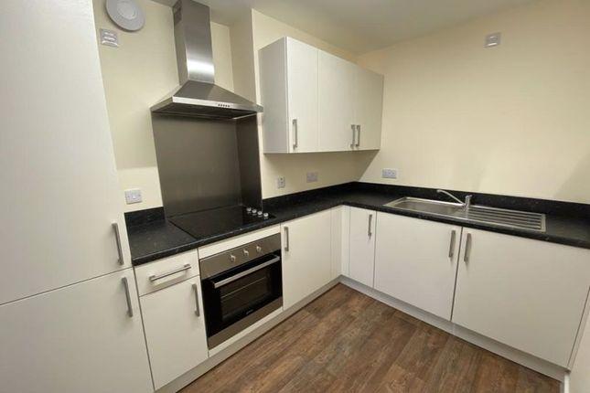 2 bed flat to rent in Oxford Street, Ripley DE5