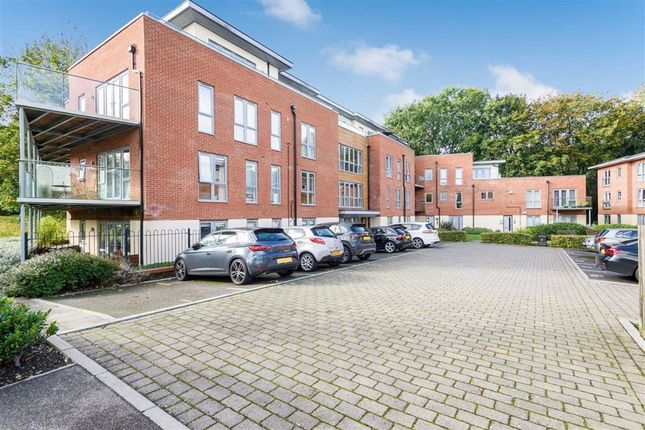2 bed flat for sale in Redwood Place, Sevenoaks TN13