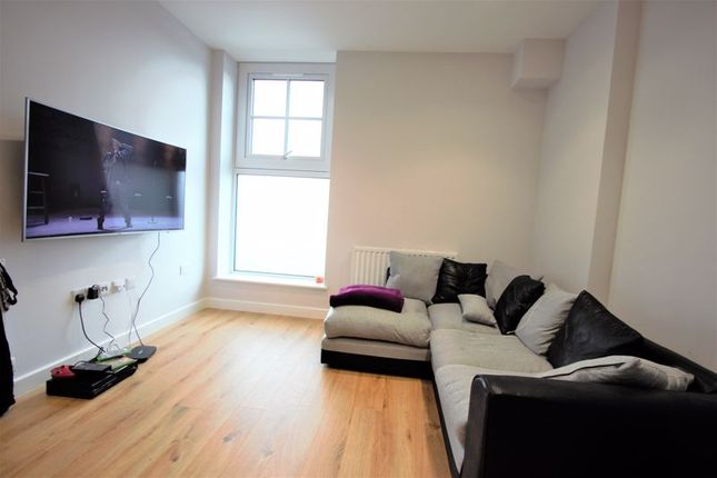 2 bed flat to rent in Darkes Lane, Potters Bar EN6