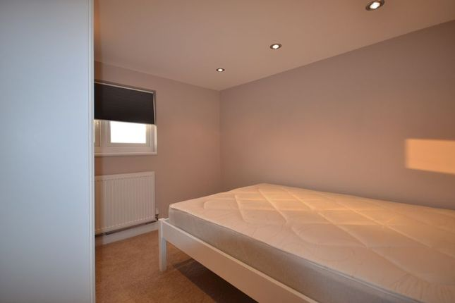 Room to rent in South Countess Road, London
