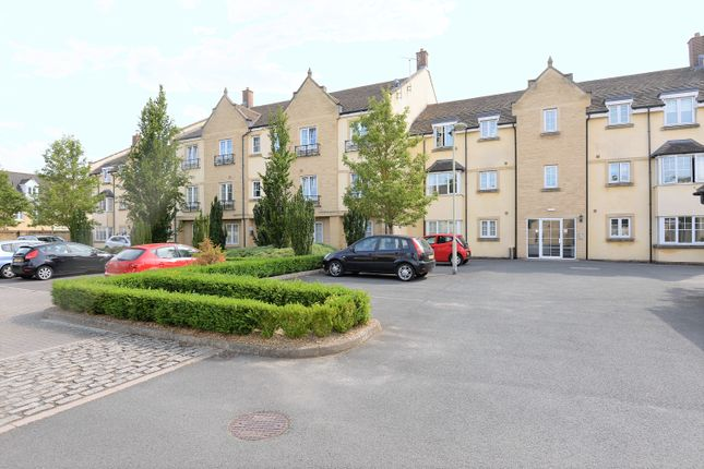 Flat to rent in Woodley Green, Madley Park, Witney
