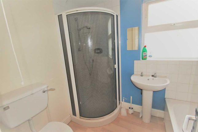Shared Bathroom of Woodcote Valley Road, Purley CR8