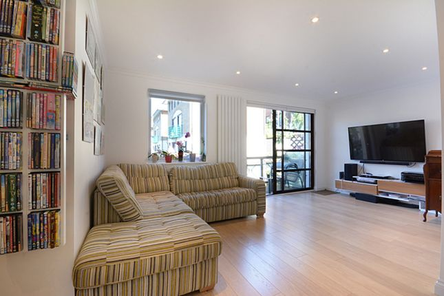 Thumbnail Town house to rent in Plover Way, London