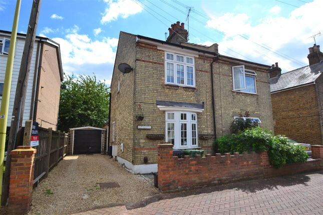 Thumbnail Cottage to rent in Leaway, Lea Road, Hoddesdon, Hertfordshire