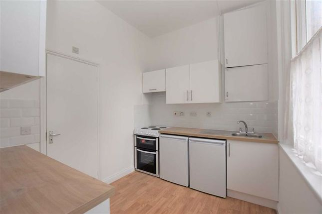 Studio to rent in Downshire Square, Reading RG1