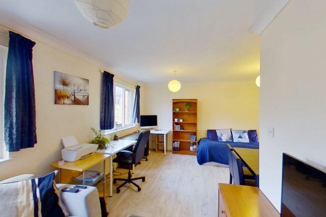 1 bed flat to rent in Kempton Court, Durward Street, London E1