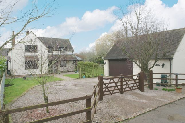 4 bed property for sale in Manor Road, Towersey, Thame