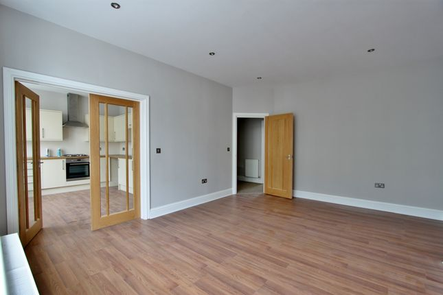 Flat to rent in Chapel Road, Worthing