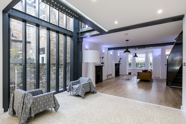 Thumbnail Terraced house to rent in Oxford Gardens, London
