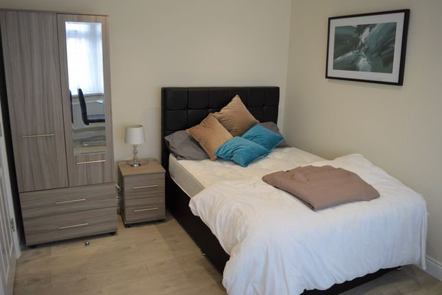 Room to rent in Room 5 Fencepiece Road, Ilford IG6