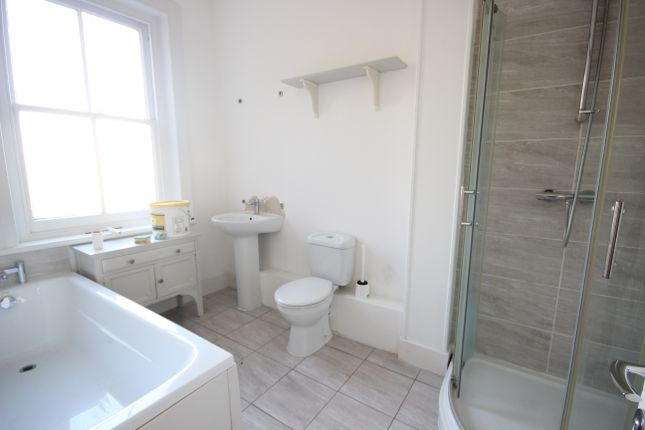 Thumbnail Flat for sale in Station Road, Si