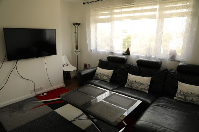 Thumbnail Flat for sale in Cat Hill, Barnet