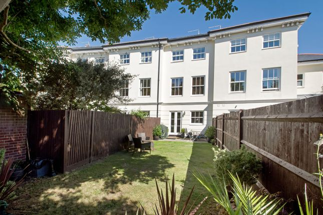 Thumbnail Town house for sale in Queens Crescent, Southsea