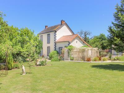 Property for sale in Vernoux-En-Gatine, Deux-Sèvres, France