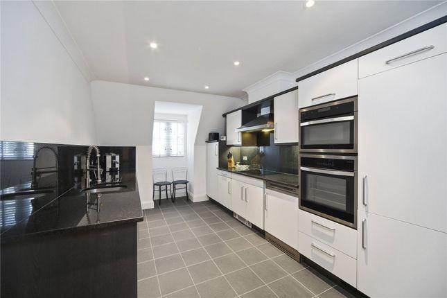 Picture No. 07 of Belvedere House, 130 Grosvenor Road, Pimlico, London SW1V