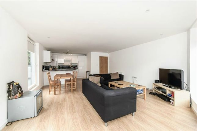 3 bed detached house to rent in Smedley Street, London