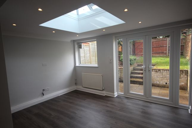 Thumbnail Town house to rent in Aplins Close, Harpenden