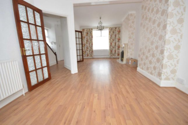 Thumbnail Property to rent in Willrose Crescent, London