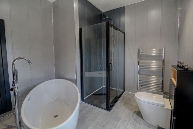 Family Bathroom of Cobden Street, Dundee DD3