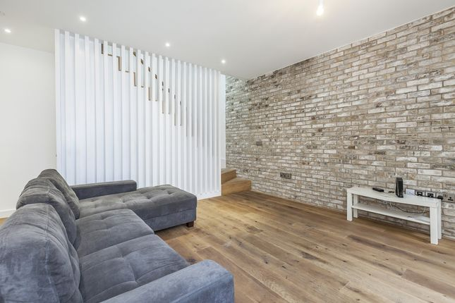 Thumbnail Town house to rent in Cyrus Field Street, London