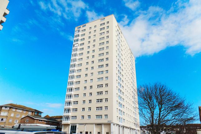 Thumbnail Flat to rent in Essex Place, Montague Street, Brighton
