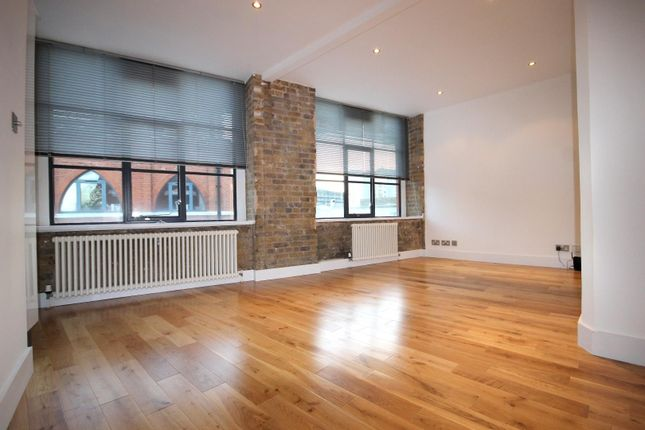 1 bed flat to rent in Saxon House, Thrawl Street