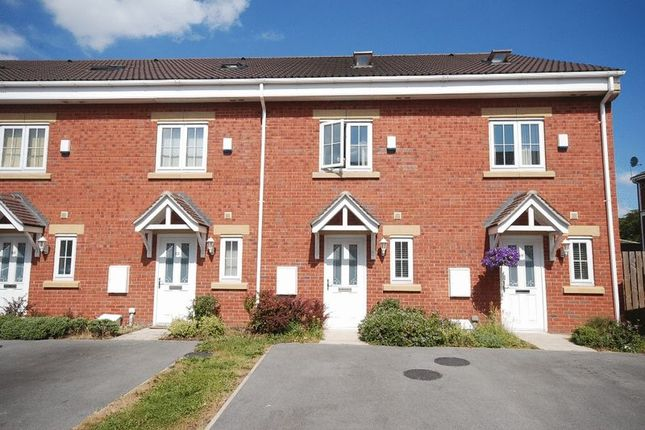 Thumbnail Town house to rent in Parkfield Court, Morley, Leeds
