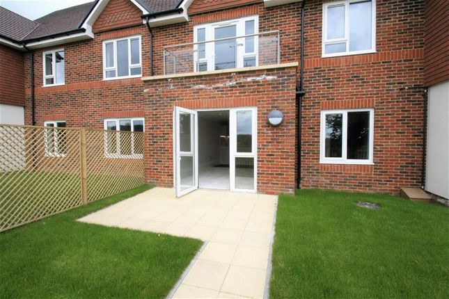 Thumbnail Flat for sale in Blenheim Court, Liss, Hampshire