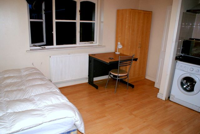 Thumbnail Studio to rent in Barnsdale Avenue, Canary Wharf