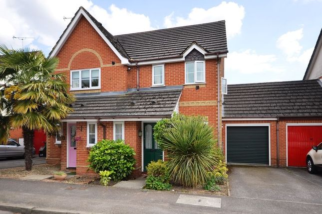 Thumbnail Semi-detached house to rent in Carey Road, Wokingham