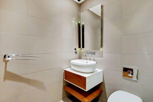 4_Bathroom-1 of Whitechapel High Street, London E1