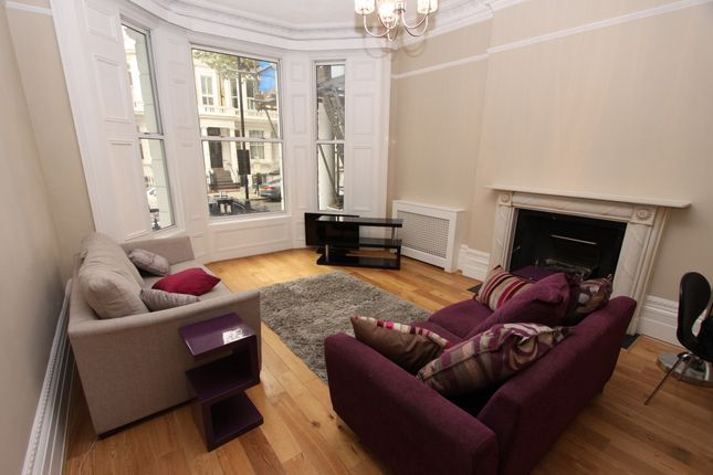 2 bed flat to rent in Marloes Road, London