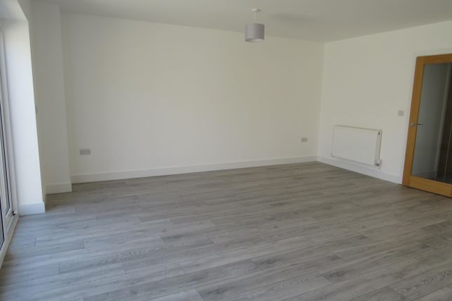 Living Room of Cornwall Avenue, Peacehaven BN10
