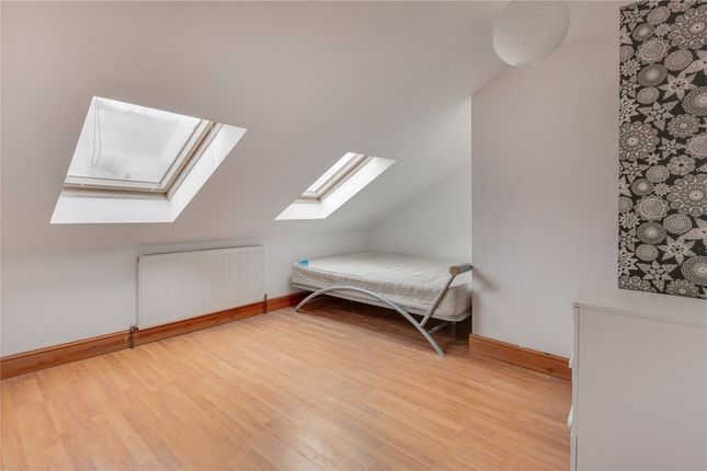 4 bed flat to rent in Percy Road, London