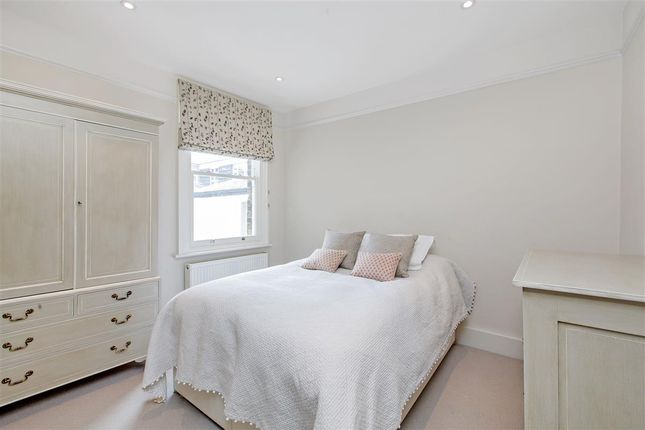 Second Bedroom of Candahar Road, London SW11